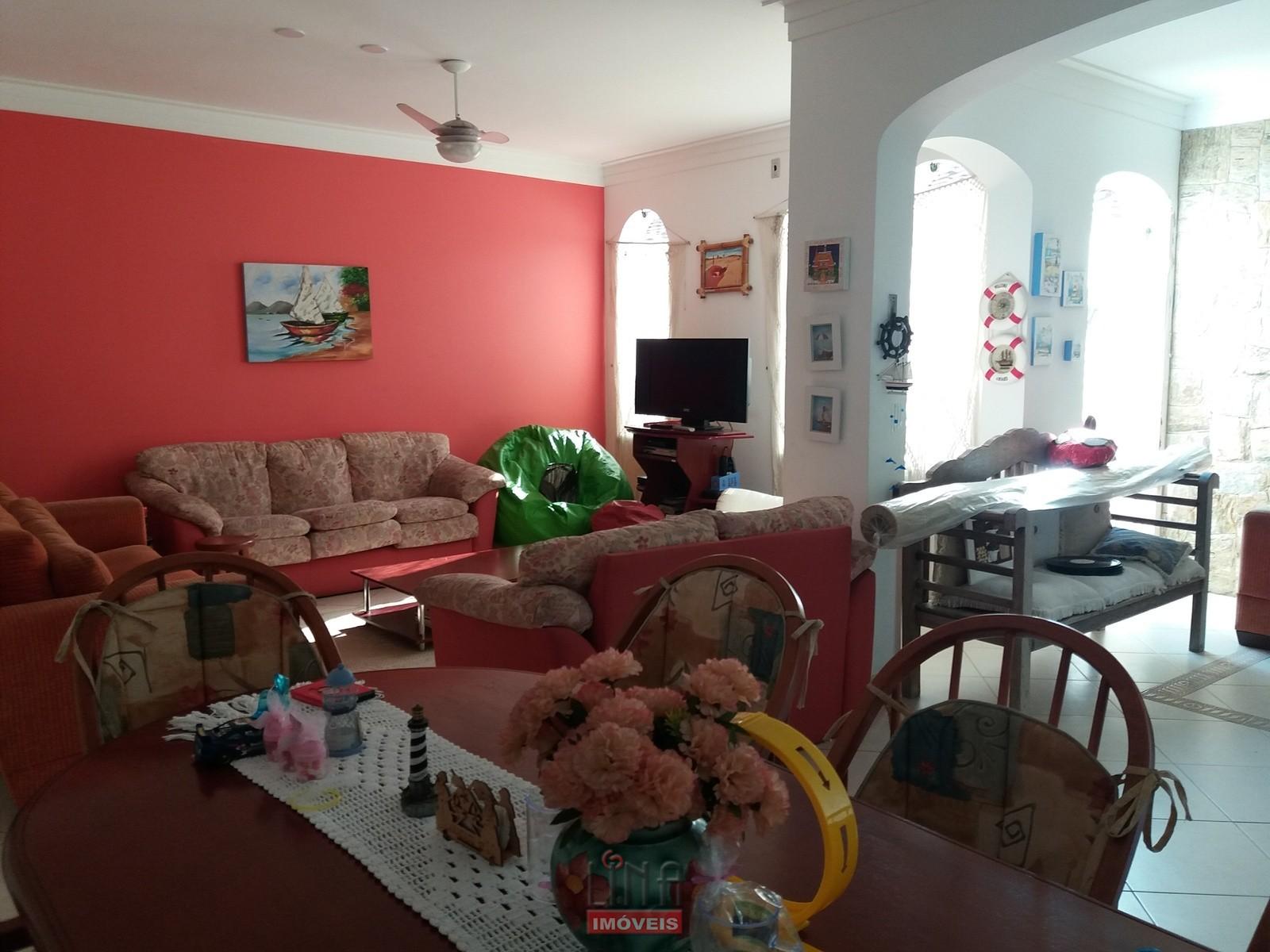 Ótima casa em condomínio fechado, Guarujá