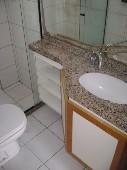 16) Suíte 1 - WC - Armários