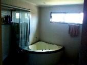 25) w.c suite master