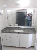 14) Suíte - WC - Blindex - Armários