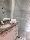 14) Suíte - WC - Blindex - Armários.jpg