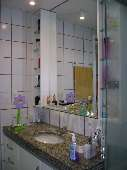 13) Suíte 1 - WC - Armários