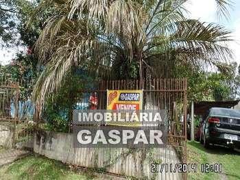 CASA COM TERRENO EXCELENTE NA COLÔNIA VITÓRIA