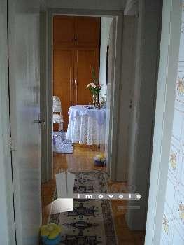 Apto 2 quartos, mobiliado, no Centro. R$230mil