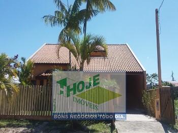 Excelente casa com piscina (41)3457-5484