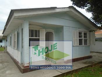 Casa com 03 Quartos em Caiobá (41) 3452-2489
