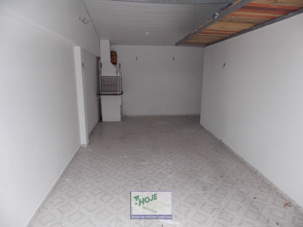 17 - Garagem com Churrasq