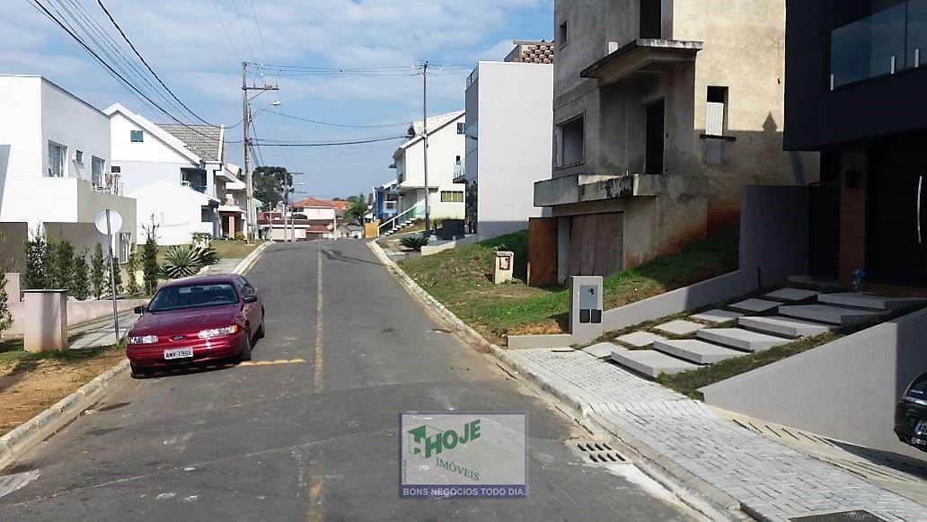 Rua Interna em frente ao terreno.