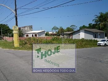 Casa em Pontal do Paraná. Terreno com 510m².