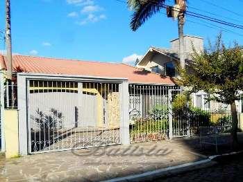 Casa individual de 4 dormit�rios, no j. Lindoia!!