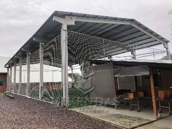 Terrreno com quiosque e campo de futebol