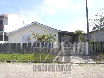 2395IP/ Casa de lazer com economia, 03 quartos.