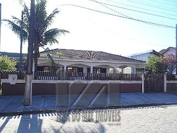 2484IP/ Casa 4 dormitórios em Ipanema 50m do Mar.