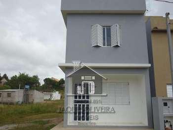 Casa com dois pisos construção nova.