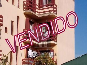 Apartamento três dormitórios no bairro Prado.