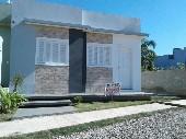 Duas casas construídas sob mesmo terreno.