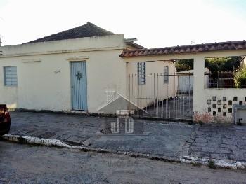 Casa em amplo terreno Av. Principal
