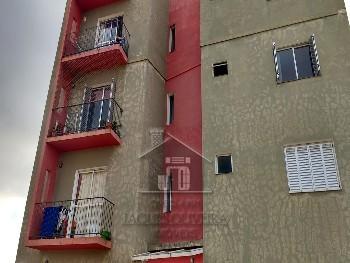 Apartamento 02 dormitórios com garagem.