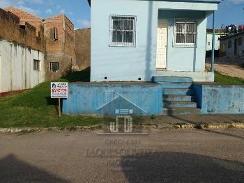 Casa dois dormitórios e garagem vila nova