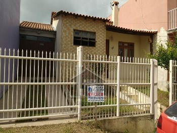Casa 02 dormitórios, piscina bairro Uruguai.