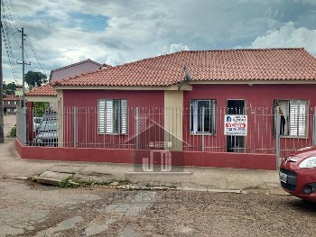 Casa bairro Isabel c/01 suíte, 02 dormitórios.