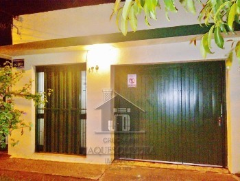 Casa com outra casa aos fundos no Fragata