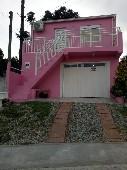 Casa 02 dormitórios e garagem p/03 veículos.