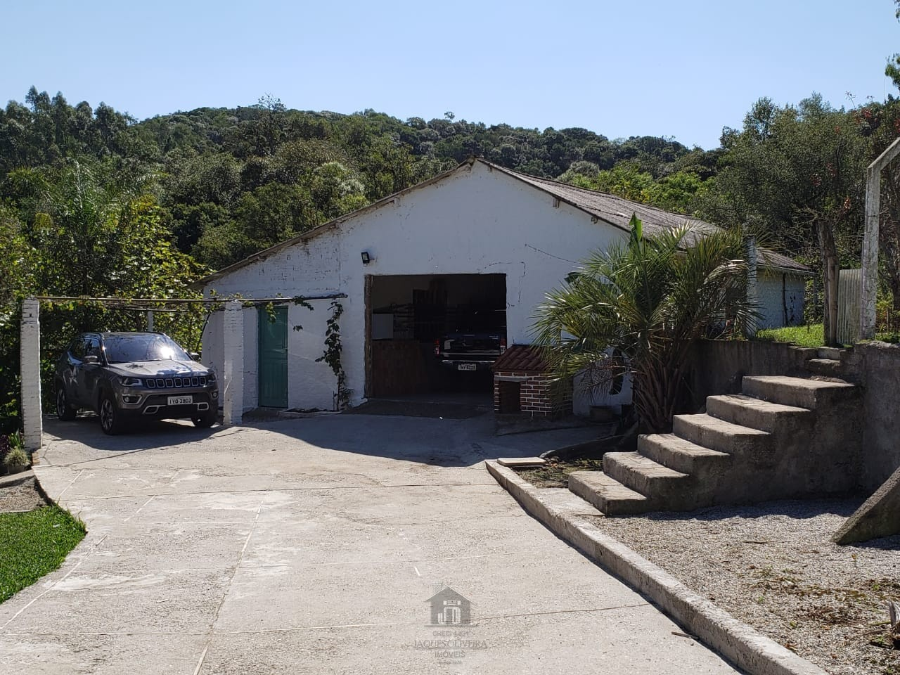 Galpão com garagem