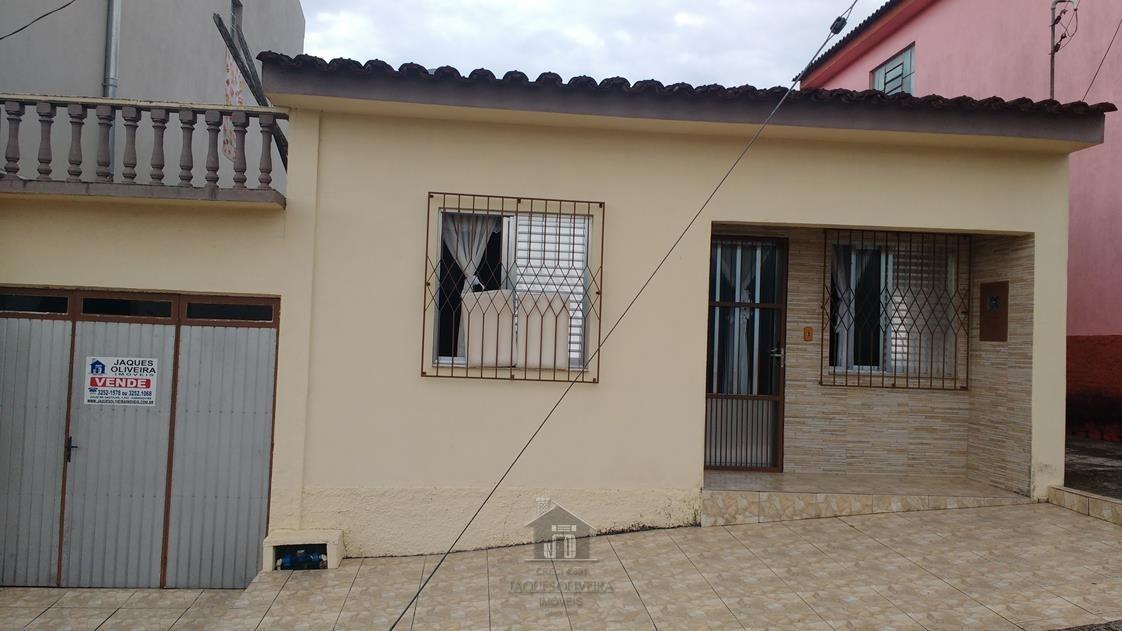 Casa bairro Prado com 03 dormitórios.