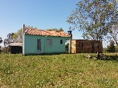 Chácara c/ duas casas em alvenaria.