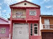 Casa de 02 pisos 03 dormitórios, área nobre