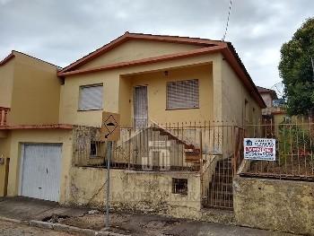 Casa 04 dormitórios rua Julio de Castilhos.
