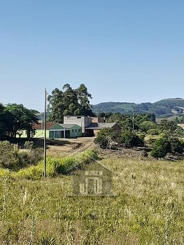 Chácara c/02 casas na Lagoa do Junco.
