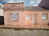 Casa bairro Uruguai c/02 dormitórios pátio amplo