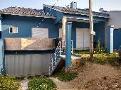 Casa 02 dormitórios, 01 suíte, garagem.