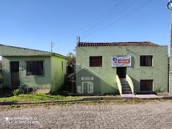 Duas casas mesmo terreno no Centro.