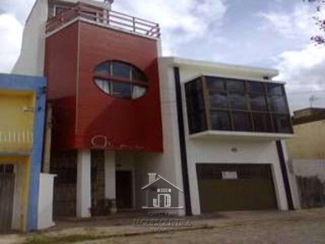 Casa residencial com sala comercial