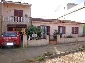 Casa Residencial com amplo pátio.