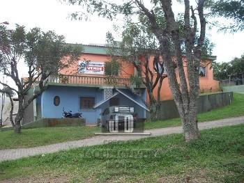 Casa residencia e salão comercial.