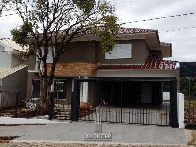 Casa de Alvenaria c/ 03 dormit�rios em Santa Cruz