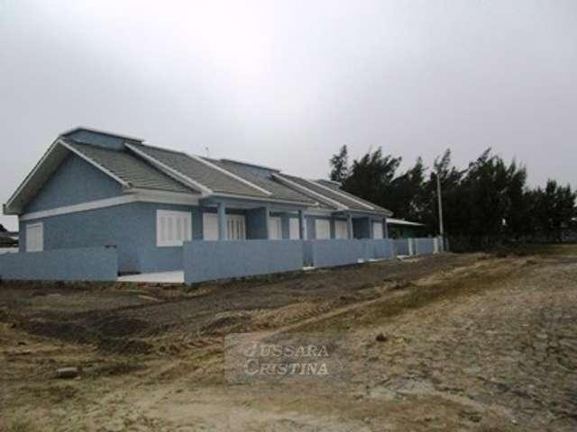 Casa geminada nova, local de moradores.