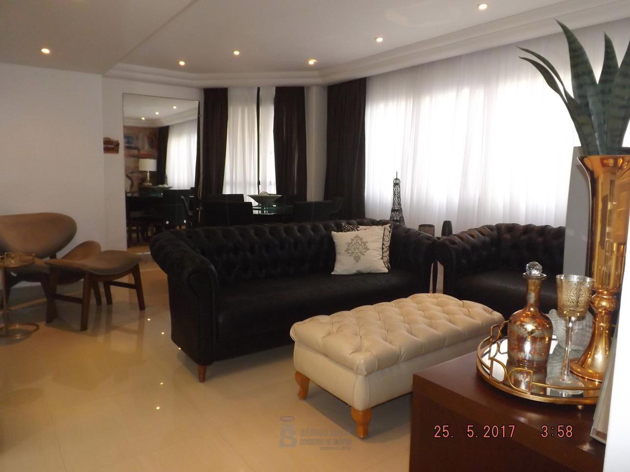 Apartamento decorado de 3 dormitórios em Caiobá