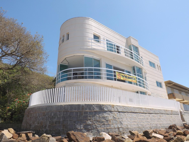 Casa com 4 suítes na Prainha