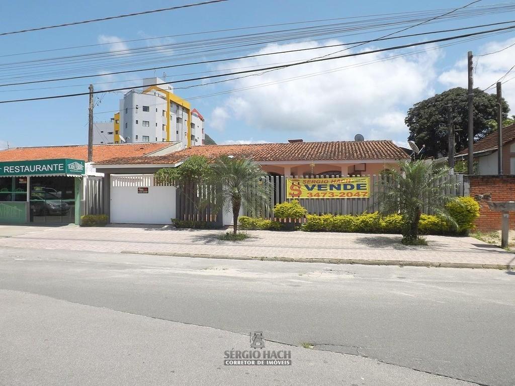 Casa de 4 dormitórios no centro de Matinhos