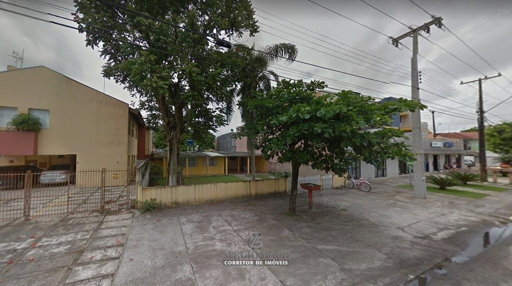 Terreno com 1.200 m² em Caiobá.