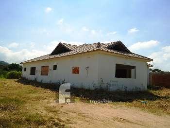 Casa com 3 su�tes em fase de acabamento