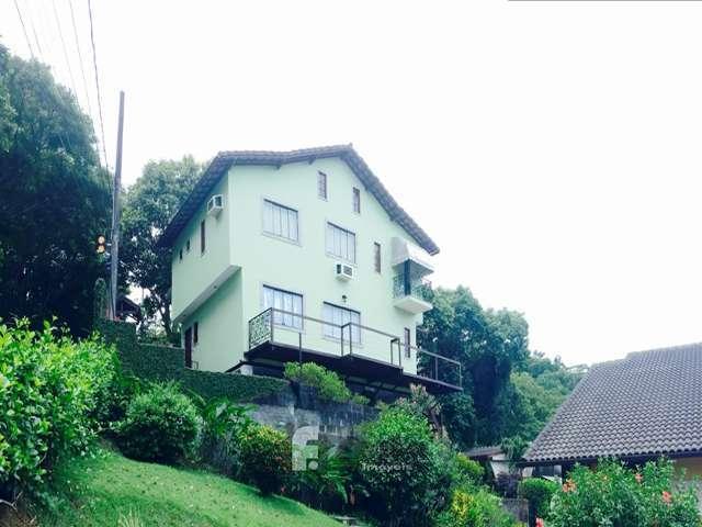 Casa c/3 quartos em condomínio c/ excelente vista