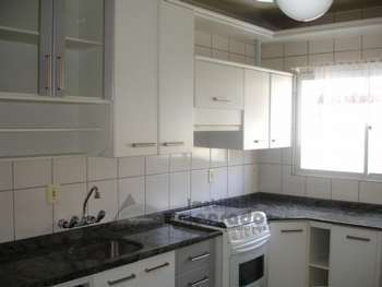 SUPER APARTAMENTO QUADRA MAR