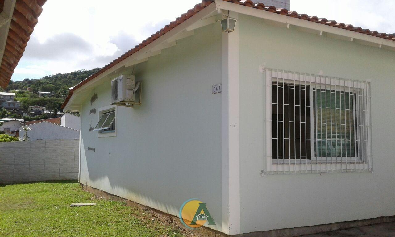 CASA FINANCIAVEL, LOTE INTEIRO.