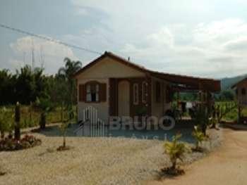 Casa de madeira, com 2 dorm. em Ant. Carlos